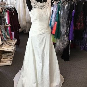 Davids Bridal Wedding Dress OP1332 Ivory Size 6